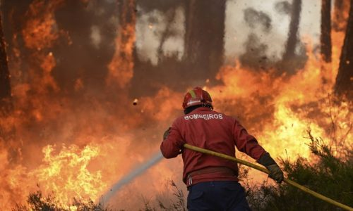 Pena suspensa para ex-bombeiro de Condeixa-a-Nova acusado de atear fogos