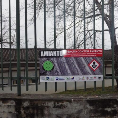 Estudantes de  Oliveira do Hospital insistem na remoção de amianto
