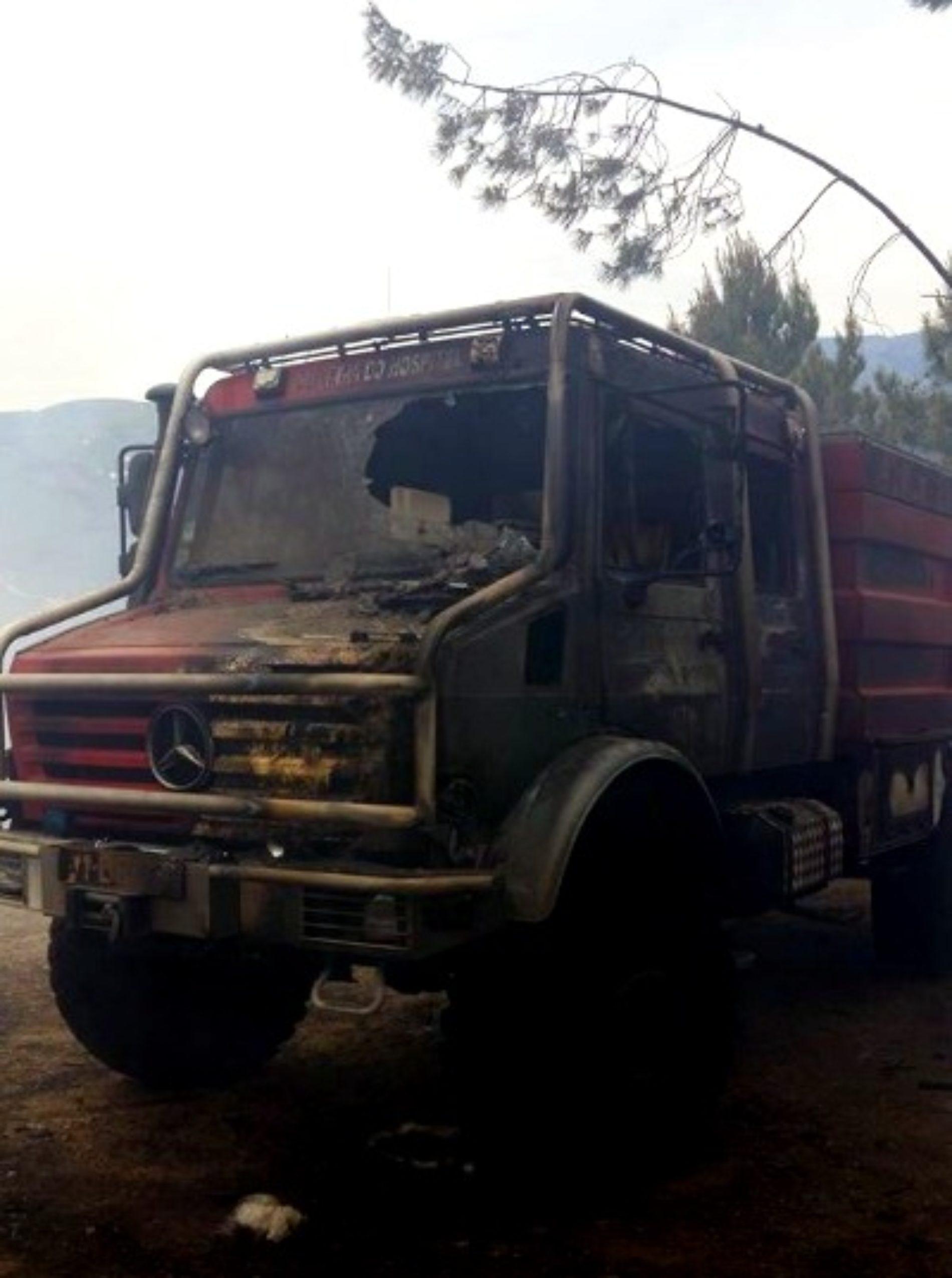 Viatura dos bombeiros de Oliveira do Hospital ardeu em incêndio em Alvôco de Várzeas