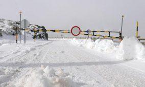 Acesso à Serra da Estrela cortado devido à queda de neve