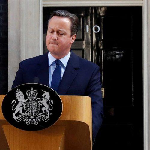 """Britânicos votaram """"sim"""" à retirada da UE. Cameron anunciou demissão"""