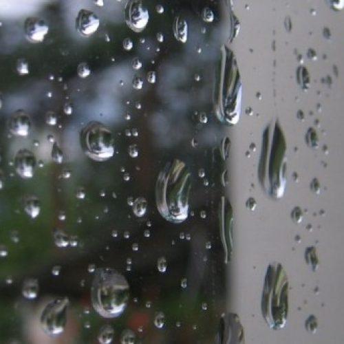 O sol vai espreitar no fim-de-semana mas conte com chuva e frio