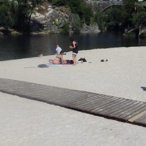 Jovem foi salvo de afogamento na praia fluvial de Avô