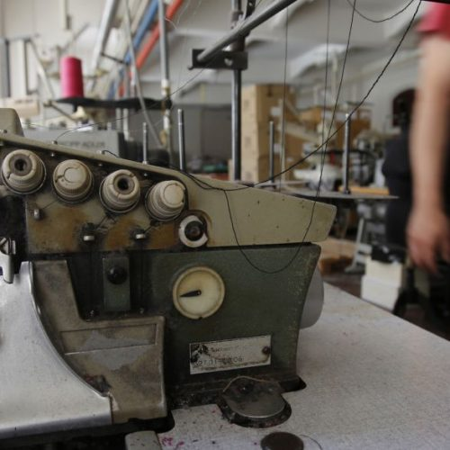 Operários de fábrica têxtil sofrem intoxicação por inalação de lixívia