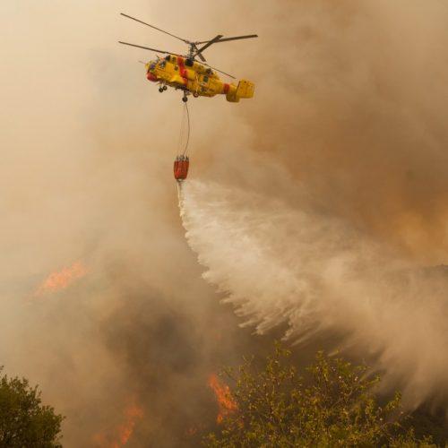 Helicóptero de combate a incêndios cai ao descolar na Pampilhosa da Serra