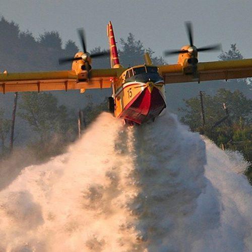 Portugal acionou mecanismo europeu de proteção civil. Um avião Canadair italiano vem a caminho