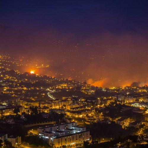 Mais de 1 700 operacionais combatem maiores fogos no continente e Funchal