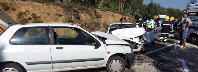 Quatro feridos ligeiros em colisão frontal na EN 17, entre Oliveira do Hospital e Tábua