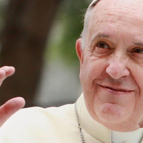 Papa chega hoje à tarde a Portugal