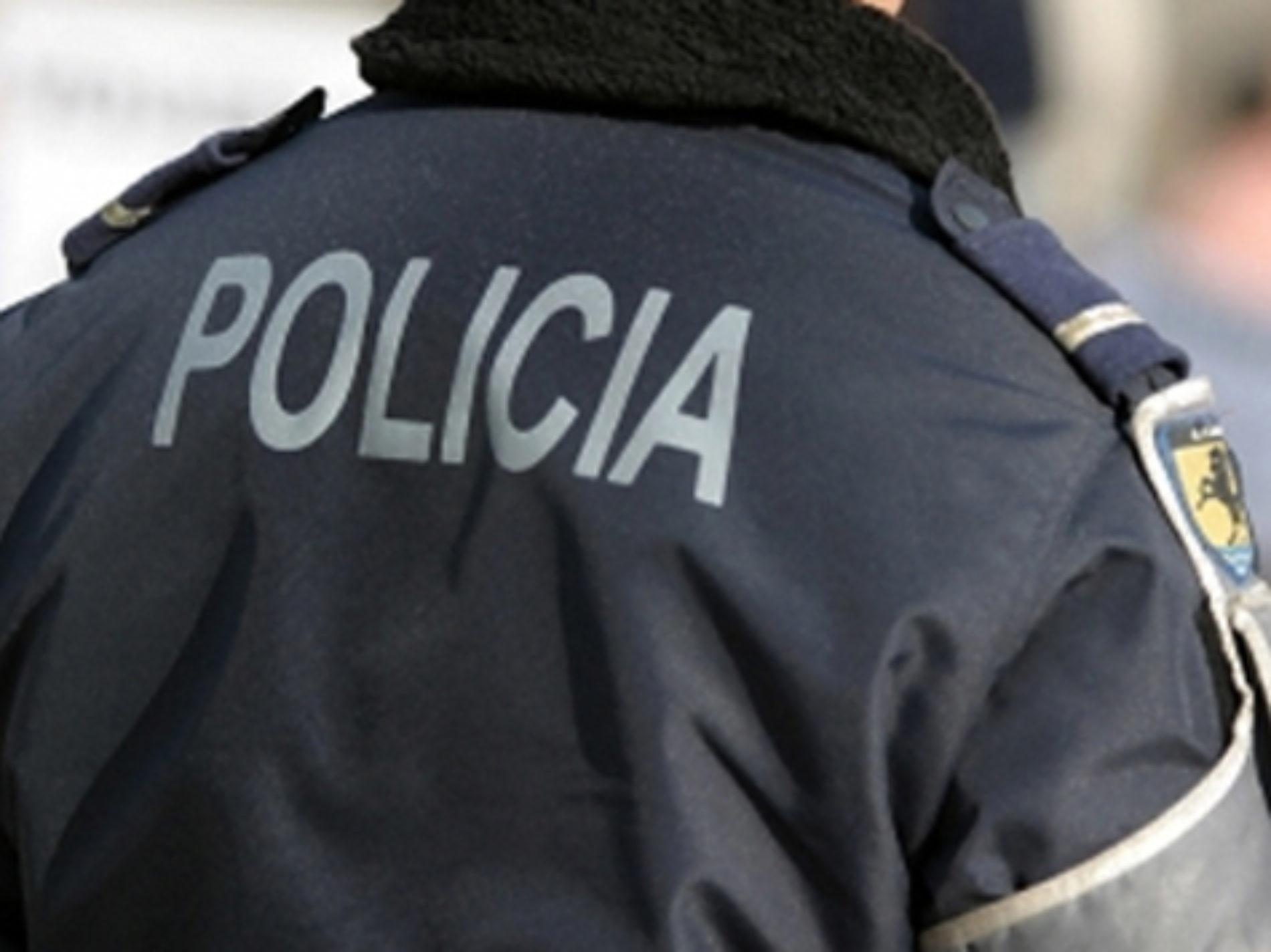 Jovem detido em estádio após deflagrar engenho pirotécnico proibido