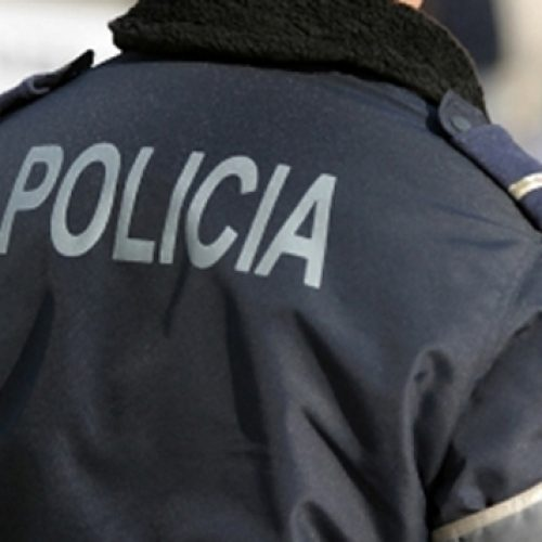 Mulher detida por furar dever de recolhimento para levar tabaco a homem detido