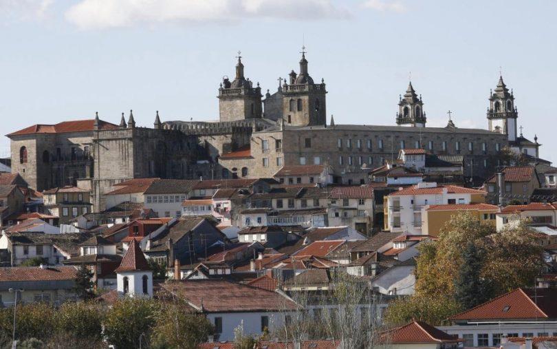 Câmara de Viseu autua infraestruturas de Portugal por falta de limpeza de vias