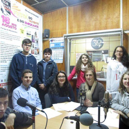 """""""A Escola e o Meio"""" na Rádio Boa Nova. Este sábado, dia de 3 de dezembro, entre as 19h00 e as 20h00, é emitido o 9.º programa """"A Escola e o Meio"""", uma produção do Clube de Rádio do AEOH."""