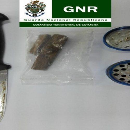 GNR deteve jovem na posse de haxixe, uma faca e um moinho em Oliveira do Hospital