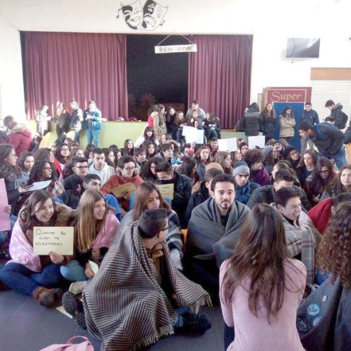 Alunos da Secundária de Arganil levaram mantas para a escola