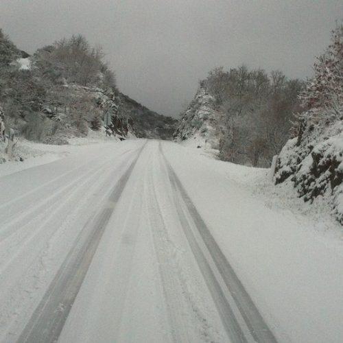 Neve corta estradas na Serra da Estrela. No distrito de Viseu, também há estradas cortadas, em Cinfães e Resende