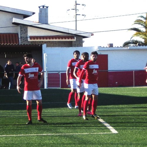Nogueirense empata, FCOH vence fora e Lagares mantém liderança. Sampaense cilindrado pelo FC Porto.