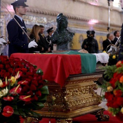 Portas do Mosteiro dos Jerónimos abriram às 8h00 para homenagem a Mário Soares