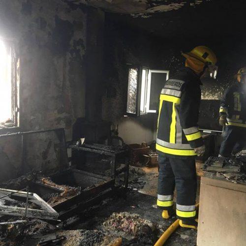 Incêndio numa casa provoca queimaduras num residente