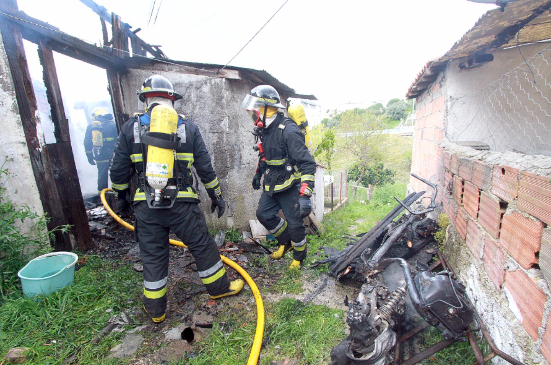 Incêndio destruiu anexo de habitação em Coimbra