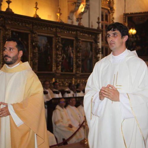 Bispo de Coimbra ordenou dois sacerdotes e 17 diáconos permanentes