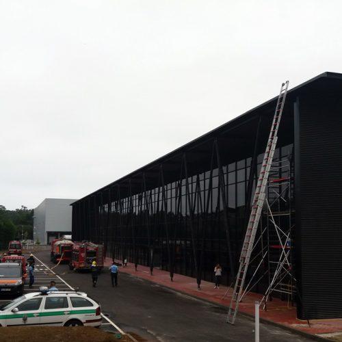 """País: Dois feridos em incêndio na nova fábrica da """"Kayaks Nelo"""""""