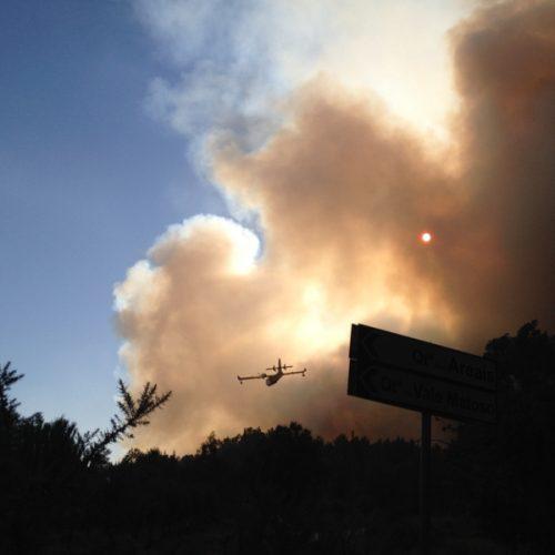 Sete meios aéreos combatem incêndio em Castelo Branco