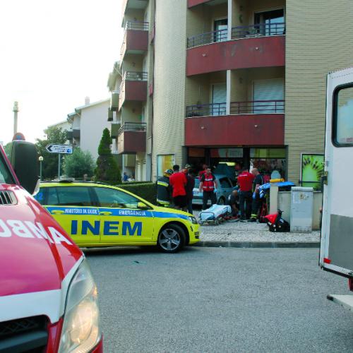 Despiste contra frutaria provoca um ferido grave em Coimbra