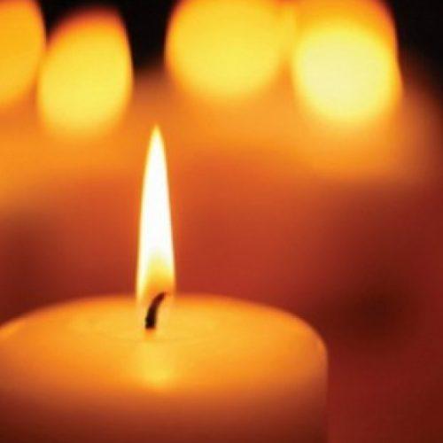 Velas e badaladas em homenagem às 12 vítimas mortais dos incêndios em Oliveira do Hospital