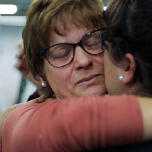 """Tiago Cerveira apresenta """"Factos dos Fatos"""" num filme de homenagem às costureiras e em que a mãe é a protagonista"""