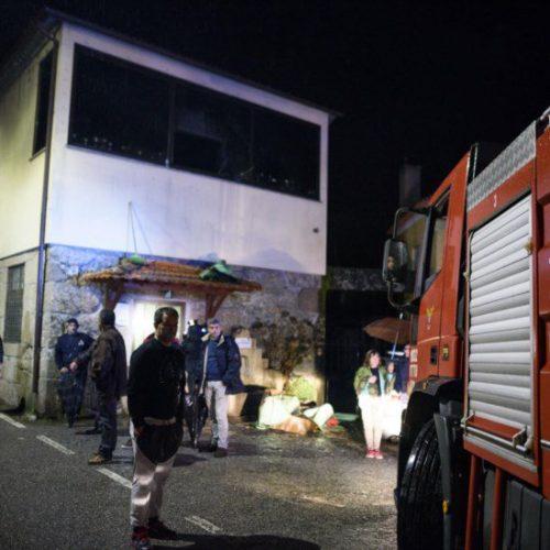 Associação de Vila Nova da Rainha continua fechada um mês após incêndio