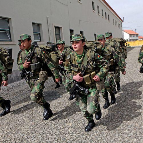Tropas de operações especiais treinam na Serra da Estrela