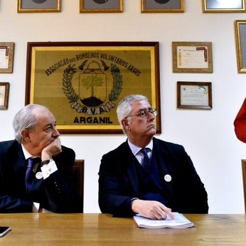 """Líder do PSD diz que a burocracia está a travar o apoio às vítimas"""" dos incêndios"""