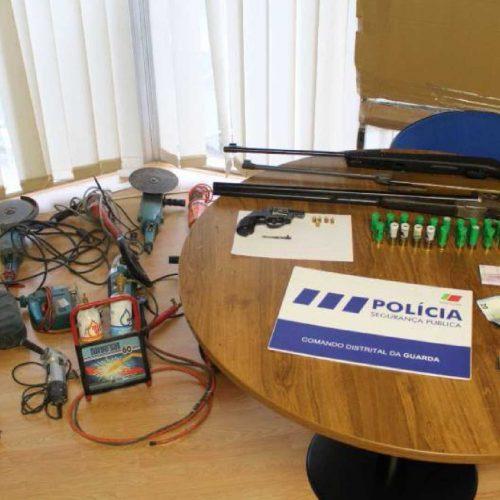 Dois detidos na Guarda e no Sabugal por posse de várias armas