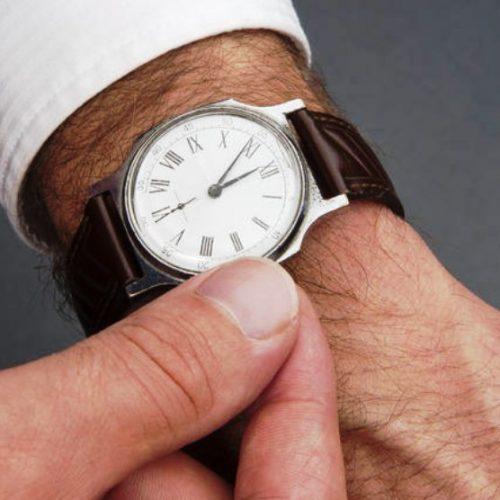 A hora vai mudar. Não se esqueça de acertar o relógio