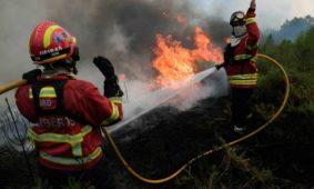 Castro Daire: Incêndio em zona de difícil acesso mobiliza dois meios aéreos