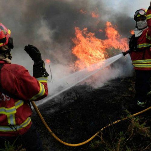 Alerta vermelho de incêndio prolongado até quarta-feira