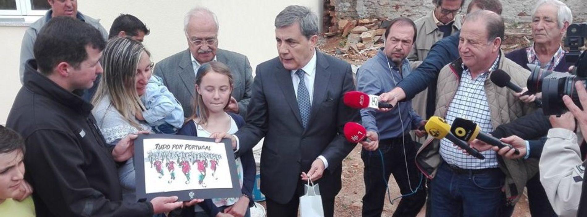 Federação Portuguesa de Futebol entregou casa a família vítima dos incêndios de Oliveira do Hospital