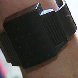 Homem suspeito de agredir companheira ficou com pulseira eletrónica