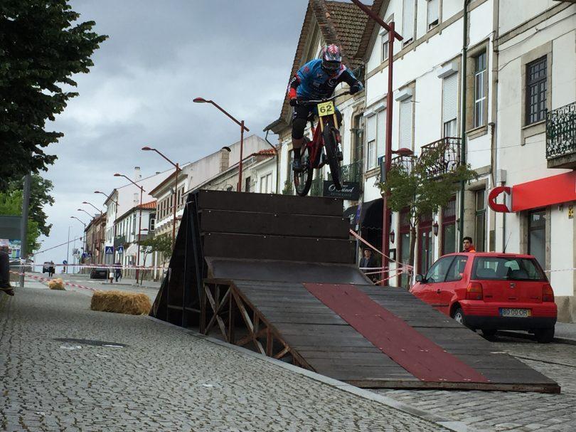 """Cidade de Oliveira do Hospital """"encheu-se"""" de gente com o regresso do Downtown Nocturno"""