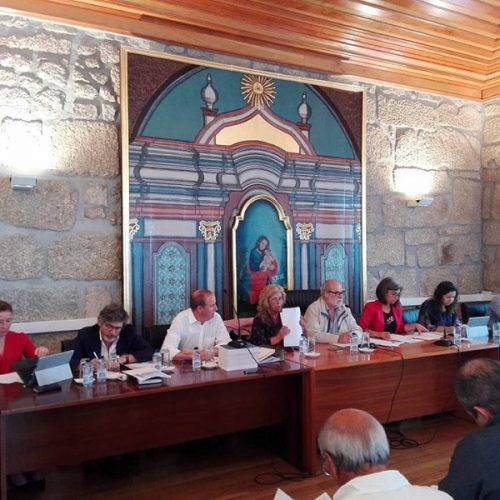 Assembleia Municipal marcada por intervenções e discussão política antes da ordem do dia