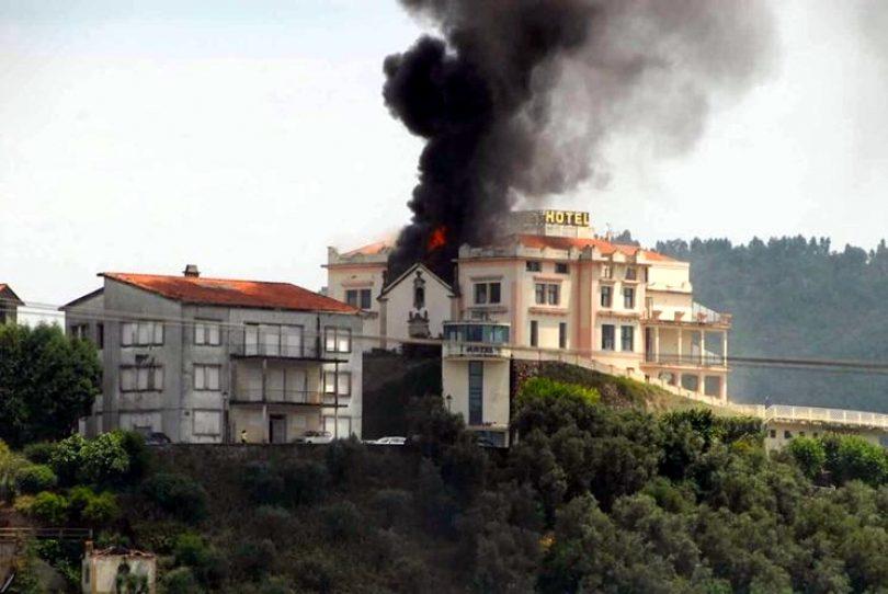 Incêndio deflagrou em hotel desativado em Penacova