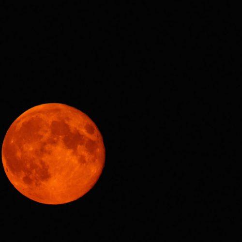 Maior eclipse total da Lua ocorre amanhã