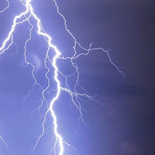 Sete distritos sob aviso amarelo devido à trovoada e vento forte