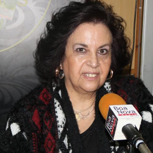"""Lucinda Maria apresenta """"Um Ano… 365 poemas"""" e expõe """"Pincelando Poesia…"""""""