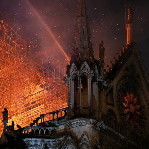 """A Catedral de Notre-Dame sofreu incêndio de grandes dimensões, mas estrutura principal """"está a salvo"""""""