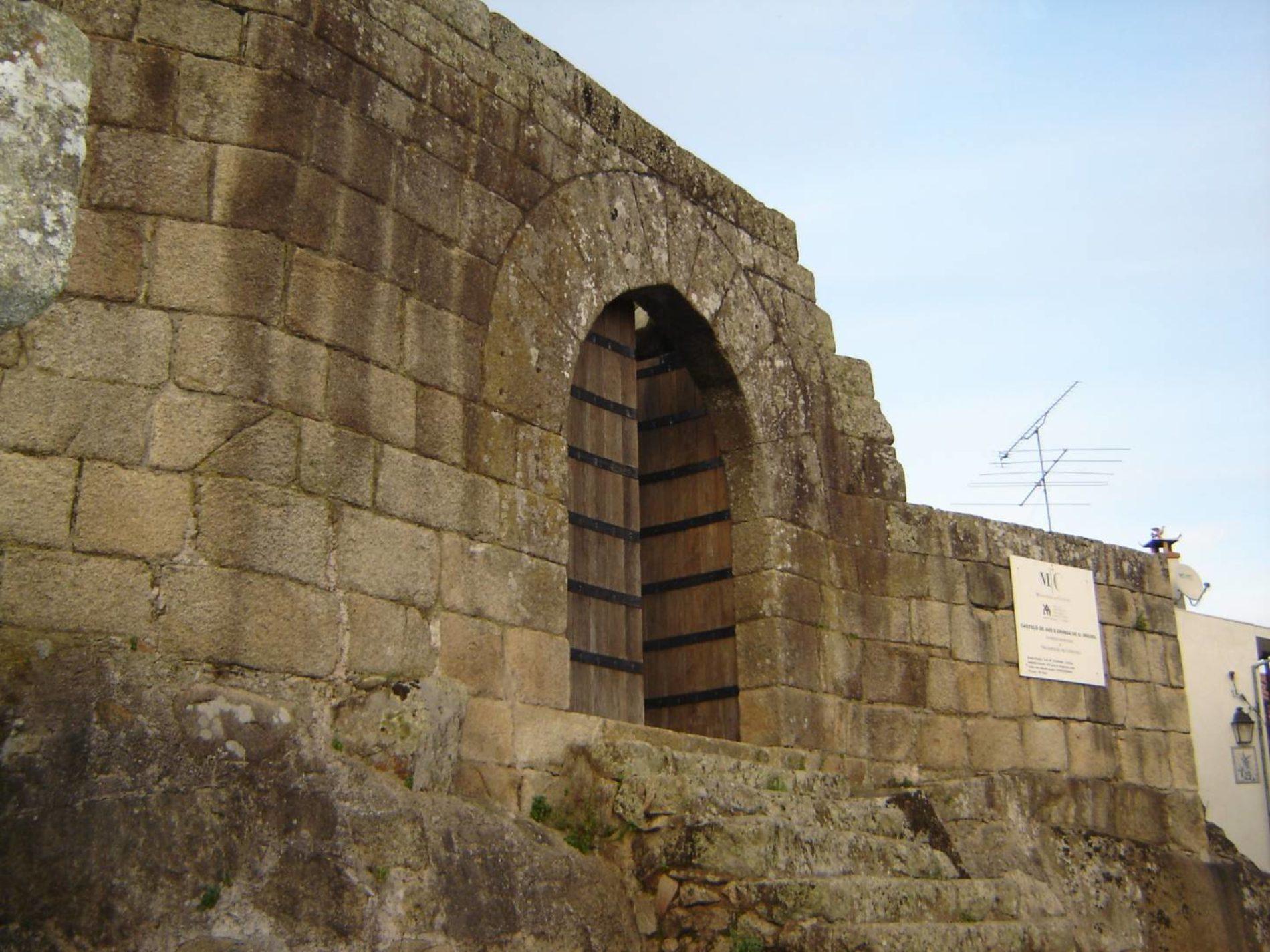 Oliveira do Hospital quer que seja o Estado a requalificar o Castelo de Avô
