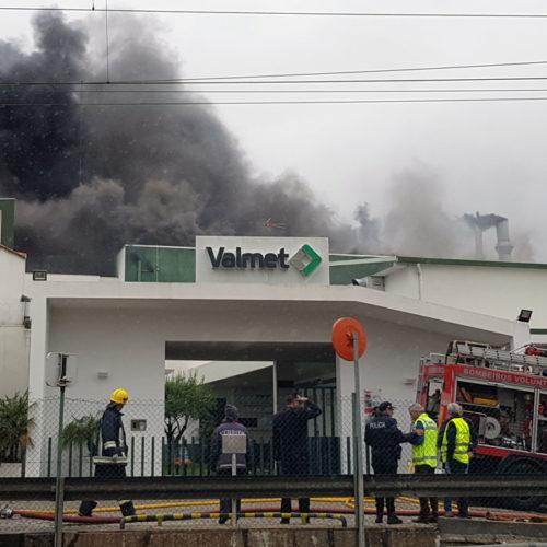 Casas evacuadas e pessoas feridas em incêndio industrial em Ovar