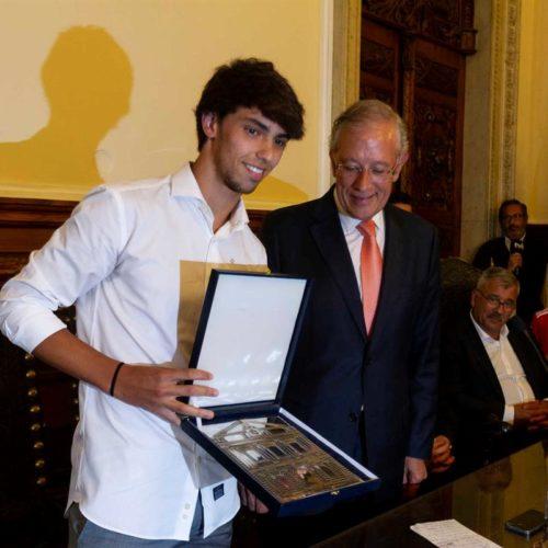 """João Félix torna-se """"Viriato de Ouro"""" como embaixador de Viseu"""