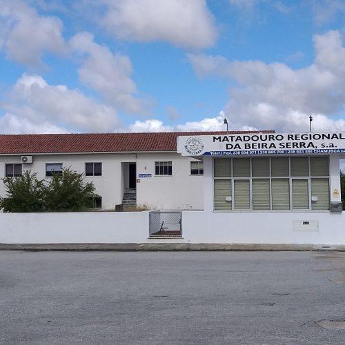 Matadouro de Oliveira do Hospital encerra e 42 trabalhadores ficam desempregados